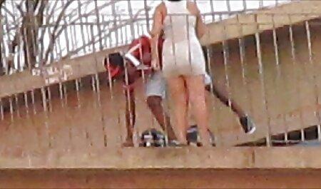 Une blonde aux gros seins se déshabille en lingerie rétro se branle sex clip amateur en talons hauts