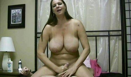 Une ado se fait baiser le cosplay amateur porn visage par une grosse bite noire