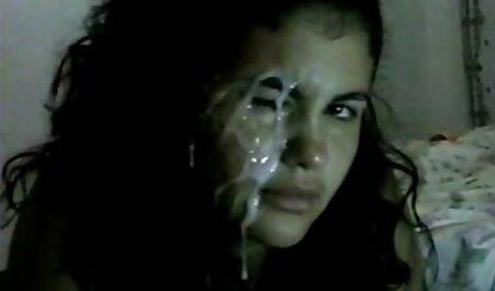 Une salope arabe marocaine muslima amateur en webcam se fait baiser par 2 bites non coupées