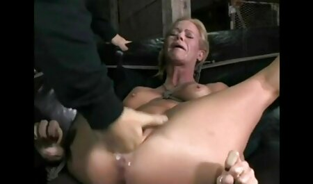 Gros seins les sex matur amateur MILF les doigts