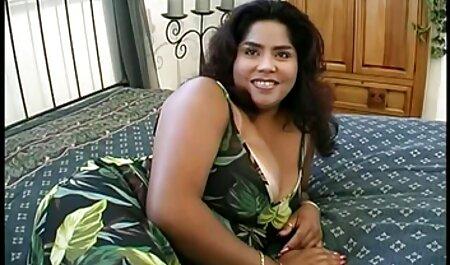 Yanks Asian Michiko jouit porn amateur iphone sur notre canapé