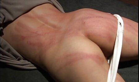 Ryder Skye se amateur mom porno débat en avalant une grosse mais longue bite