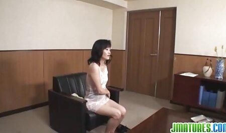 Yanks Amber Leigh frotte à l'intérieur de sa culotte à volants girls amateur porn rose sexy
