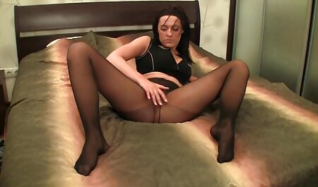 Horny fille se masturbe à la maison lena the plug amateur
