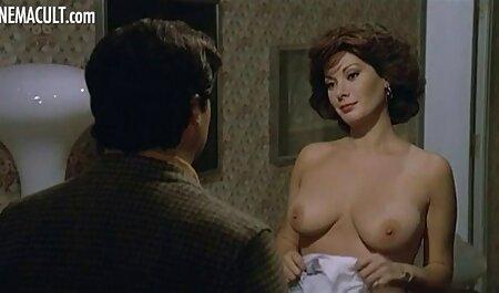 Belle jeune fille rebondit sur la bite porn office amateur à trois jusqu'à ce que Creampie