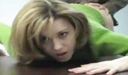 SKINNY CUTE VIRGIN TEEN séduit pour video amateur hd la première baise au massage